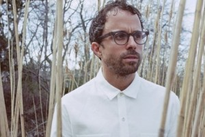"Jesse Harris' new song ""River of Stars"" premieres today at Glide Magazine,"