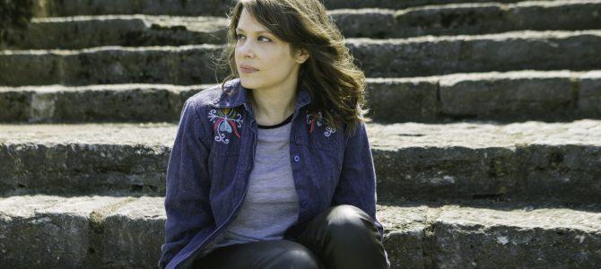 "Bluegrass Situation premieres new Becky Warren video, ""I Miss You"""
